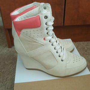 *BRAND NEW* Call it Spring wedge boots